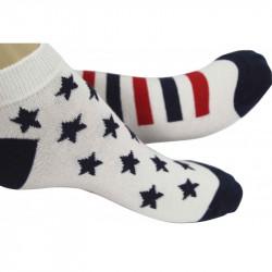 chaussettes courtes blanches parsemées d'étoiles et de rayures