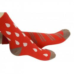 chaussettes rouges ornées de motifs dépareillés blancs