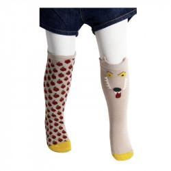 chaussettes hautes motifs loup et pommes, de couleur beige avec la pointe jaune