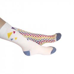 chaussettes blanches imprimées de formes géométriques