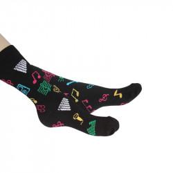 chaussettes imprimées de motifs liés à la musique