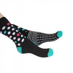 chaussettes noires à gros pois de couleurs