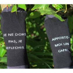 chaussettes à messages imprimés sur le dessous du pied